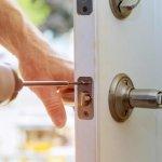 Do locks freeze in winter?